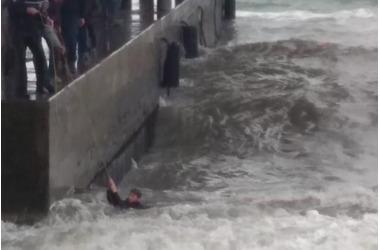 В Ялте с пирса волной смыло в море 12-летнего подростка, фото — «Рекламы Алушты»