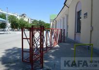 Category_v-feodosii-ogranichili-proezd-avtomobiley-v-peshekhodnykh-zonakh_foto-iz-arkhiva-gazety-kafa_1_2019-01-31-09-14-08