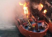 Танкеры у побережья Крыма горят уже четвертую неделю, фото — «Рекламы Черноморского»