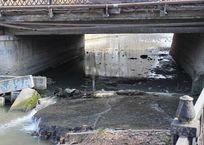 Русла крымских рек завалены опасным мусором ФОТО, фото — «Рекламы Евпатории»