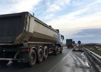 На «Тавриде» столкнулись два грузовика. Есть пострадавшие, фото — «Рекламы Щелкино»