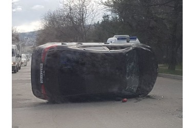 На ул. Володарского в Феодосии произошла авария ФОТО, фото — «Рекламы Крыма»