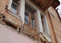 Очевидцы: в Симферополе упали три балкона, едва не убив людей ФОТО, фото — «Рекламы Крыма»