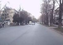 Полоса невезения: в Крыму водитель едва не сбил ребенка и не врезался в автобус ВИДЕО, фото — «Рекламы Крыма»