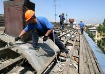 Из-за плохого ремонта крыши севастопольца затопило дождем, фото — «Рекламы Севастополя»