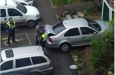 В Севастополе автолюбитель показал чудеса нетрезвой парковки, фото — «Рекламы Севастополя»
