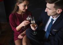 Крымчанин обокрал женщину в первый день знакомства, фото — «Рекламы города Саки»