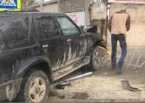 ДТП в Крыму: внедорожник вылетел на тротуар, фото — «Рекламы Крыма»