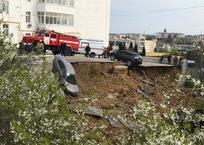 Не доброе утро: в Севастополе рухнула парковка вместе с автомобилями ФОТО, фото — «Рекламы Севастополя»