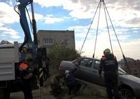 В Севастополе автомобиль «припарковался» на склоне ФОТО, фото — «Рекламы Севастополя»