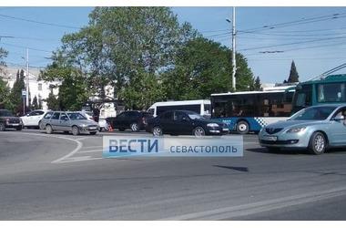 На Корабельной стороне Севастополя в результате ДТП остановлено движение ФОТО, ВИДЕО, фото — «Рекламы Севастополя»