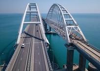 За год по Крымскому мосту проехали пять миллионов автомобилей, фото — «Рекламы Партенита»