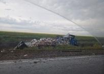 Уснул за рулем: На трассе «Тавриде» два грузовика столкнулись с пассажирским автобусом ФОТО, фото — «Рекламы Красноперекопска»