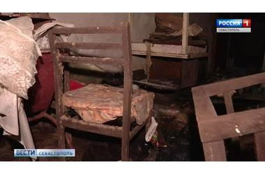 В Севастополе подвал многоквартирного дома бездомные превратили в ночлежку - фото, видео, фото — «Рекламы Севастополя»