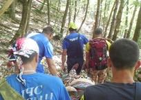 Эвакуировали на носилках: в Крымских горах туристка потеряла сознание, фото — «Рекламы Евпатории»