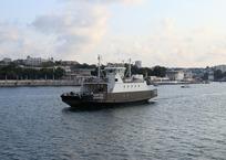 Сегодня на 4 часа перекроют рейд через Севастопольскую бухту, фото — «Рекламы Севастополя»