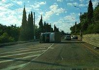 На крымской трассе перевернулся грузовик ФОТО, фото — «Рекламы Коктебеля»