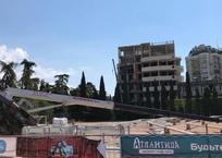 В Ялте рухнул строительный кран , фото — «Рекламы Приморского»