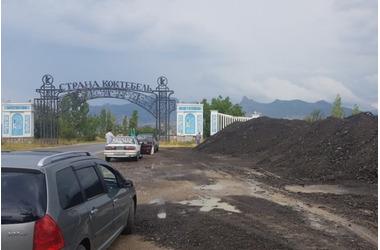Пейзаж Коктебеля пополнили горы снятого асфальта, фото — «Рекламы Евпатории»