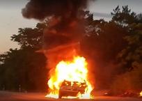 У въезда в Севастополь сгорел автомобиль ФОТО, ВИДЕО, фото — «Рекламы Севастополя»