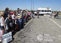 В Крыму хотят конфисковывать автобусы у нелегальных перевозчиков на границу, фото — «Рекламы Красногвардейского»