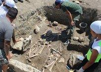 В Крыму обнаружили нетронутый античный склеп воинов, фото — «Рекламы Ялты»