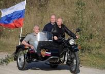 Юрист хочет наказать Путина за езду на мотоцикле без шлема в Крыму, фото — «Рекламы Керчи»