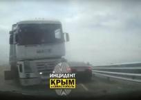 Автомобиль заснял свое лобовое столкновение с грузовиком на «Тавриде», фото — «Рекламы Симферополя»