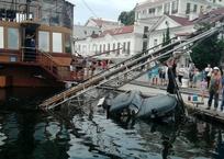 На набережной Балаклавы грузовик упал в море ФОТО, фото — «Рекламы Севастополя»