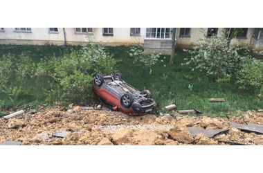 Жительница Севастополя требует компенсацию за разбитый при обвале парковки автомобиль, фото — «Рекламы Севастополя»