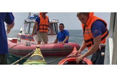 В Крыму на море погибла женщина, спасены два каякера, фото — «Рекламы Коктебеля»