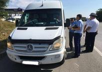У нелегальных перевозчиков Крыма изъяли больше 50 легковушек и автобусов, фото — «Рекламы Алушты»