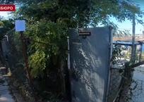 Правительство Севастополя снесло забор вокруг сползающих к морю вип-апартаментов, фото — «Рекламы Севастополя»