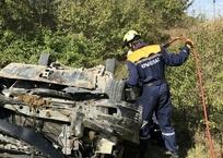 Автомобиль с женщиной и грудным ребёнком упал с обрыва в Крыму, фото — «Рекламы Алушты»