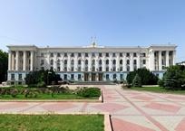 В Крыму хотят разделить должности премьер-министра и главы региона, фото — «Рекламы Алушты»