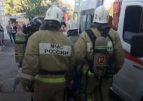 Севастопольские спасатели вытащили из горящей квартиры мужчину, фото — «Рекламы Севастополя»