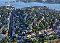 Жителям Большой Морской не придётся тратиться на демонтаж незаконных конструкций, фото — «Рекламы Севастополя»