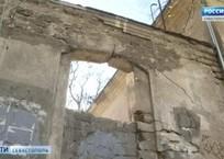 Фасады на ул. Советской очистят по швейцарской технологии, фото — «Рекламы Севастополя»