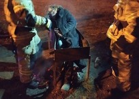 Хмель в голову: В Керчи после отдыха женщину доставали из мангала, фото — «Рекламы Белогорска»