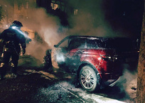 В Севастополе ночью сгорел дорогой внедорожник, фото — «Рекламы Севастополя»