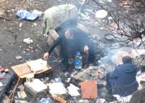 Мягкая мебель, кальян: в центре Севастополя бомжи разбили лагерь, фото — «Рекламы Севастополя»