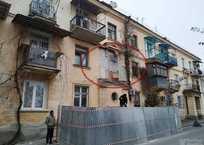 С дома в центре Севастополя пропал балкон, фото — «Рекламы Севастополя»
