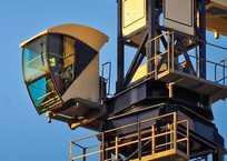 Дело голодавшего в башенном кране машиниста стало уголовным, фото — «Рекламы Севастополя»