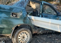В ДТП под Ялтой автомобиль «нанизало» на отбойник ФОТО, фото — «Рекламы Ялты»