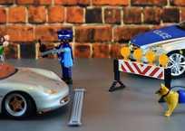 По Севастополю гуляют фейки о полицейских, отлавливающих детей, фото — «Рекламы Севастополя»