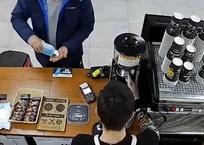 Севастополец вернул в кофейню украденный там антисептик, фото — «Рекламы Севастополя»