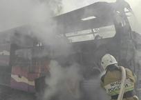ЧП на трассе «Таврида»: в Крыму сгорел туристический автобус ФОТО, фото — «Рекламы Алупки»