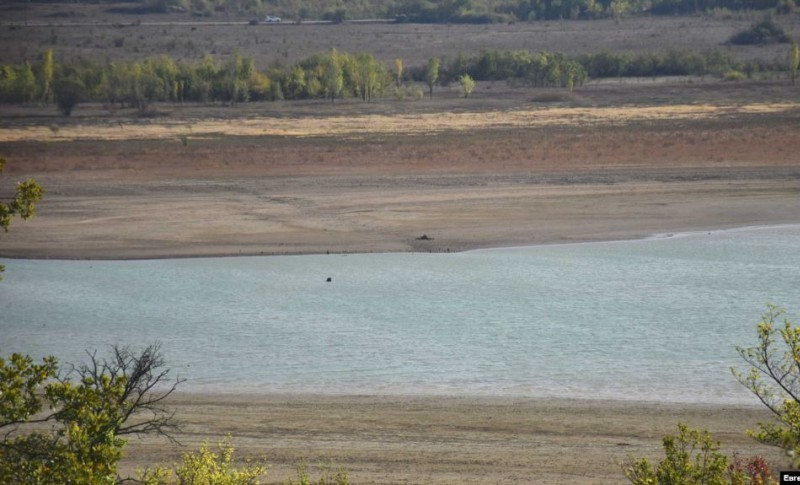 Запасы воды в Чернореченском водохранилище продолжают уменьшаться
