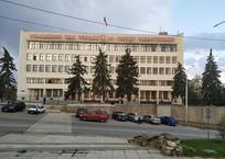 На площади Восставших в Севастополе началась вырубка деревьев ФОТО, фото — «Рекламы Севастополя»