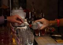 В Севастополе после запрета «наливаек» в жилых домах возьмутся за пивнушки, фото — «Рекламы Севастополя»